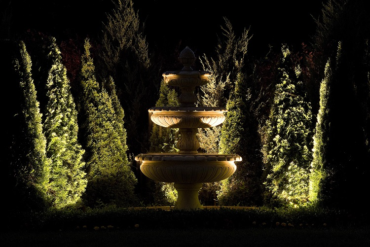 Baylites - outdoor landscape lighting - garden monument
